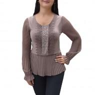 Bluza feminina maro, cu design tineresc de strasuri si dantela