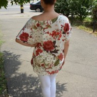 Bluza lejera Fiona cu imprimeu camp flower pe fond alb
