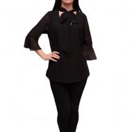 Bluza simpla, neagra, cu croi lejer si maneca trei-sferturi, largi
