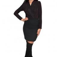 Bluza tip body cu reflexii de culoare rosu-cinabre ,nuanta neagra