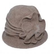 Caciula Ava tip palarie din lana accesorizata cu floare ,nuanta de maro