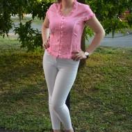 Camasa de culoare roz, cu jabou si broderie usor transparenta