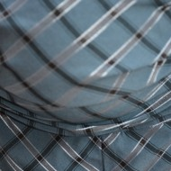 Camasa sub bust cu fronseuri si design de carouri bleumarin-negru