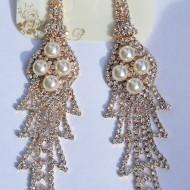 Cercei aurii in tendinte cu decor de perle si pietre stralucitoare