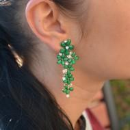 Cercei lungi, cu cristale semipretioase, cu aspect floral, nuante de verde, albastru, rosu, plamaniu, alb