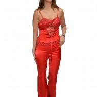 Costum elegant din saten, culoare rosie, cu design dantelat