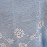Esarfa deosebita cu forma de dreptunghi, albastra cu broderie