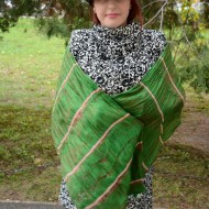 Esarfa originala din matase, culoare verde, design de fire colorate