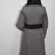 Paltoan de culoare gri, cu blanita neagra