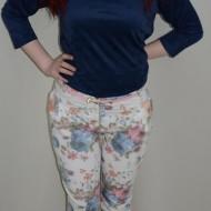 Pantalon la moda, nuanta de alb si imprimeu floral