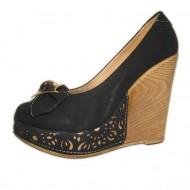 Pantof cu platforma, de culoare neagra, decorata cu insertie