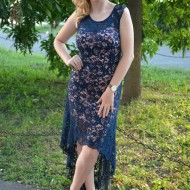 Rochie de nunta cu trena, dantela bleumarin pe fond plamaniu