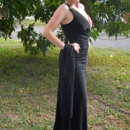 Rochie de ocazie lunga, din material elastic fronsat, negru-corai
