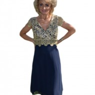 Rochie de seara cu croi lejer in nuanta de bleumarin cu auriu