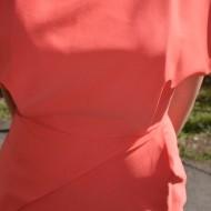 Rochie deosebita asimetrica de culoare corai