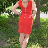 Rochie eleganta, rosie, cu design de colier argintiu la gat