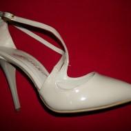 Sanda trendy tip pantof inchis in fata si spate, de culoare bej