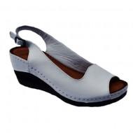 Sandale cu platforma nuanta de alb