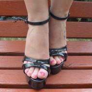 Sandale  cu toc inalt si platforme, de culoare crem-bej si negre