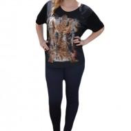 Tricou modern cu imprimeu de mari dimensiuni pe fond negru