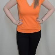 Tricou simplu, portocaliu, cu dantela aplicata in zona decolteului
