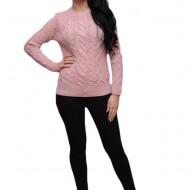 Bluza de iarna cu croi drept, lejer, si decolteu la baza gatului, roz