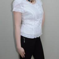 Bluza in tendinte, nuanta de alb, design cu flori fashion