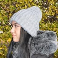 Caciula calduroasa din material tricotat cu design simplist, gri