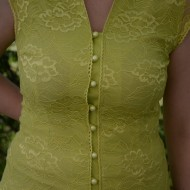 Camasa verde deschis, dantela peste un material usor elastic