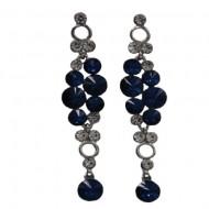 Cercei cu cristale rotunde, pe fond argintiu, nuante de rosu, gri, albastru, negru