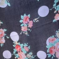 Esarfa rafinata din vascoza fina, culoare neagra cu buline si flori