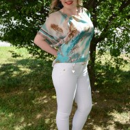 Pantalon fashion, nuanta alba cu buzunare in spate, detalii aurii