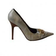 Pantof cu toc inalt si varf ascutit, culoare alba cu model argintiu