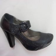 Pantof elegant, de culoare neagra ce imita pielea de sarpe
