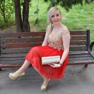 Rochie de nunta cu aspect evazat, din tul rosu si dantela aurie