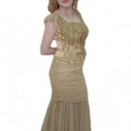 Rochie interesanta, nuanta de bej, decolteu clasic, design fashion