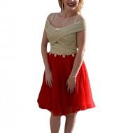 Rochie rafinata din tul rosu si material lucios auriu, model scurt