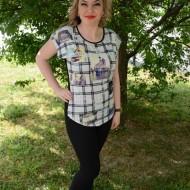 Tricou fashion cu imprimeu de carouri si foto pe fond negru-alb