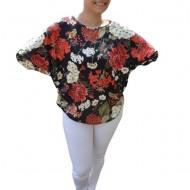 Bluza lejera Emilia cu imprimeu floral,motive rose si coacaze,pe fond negru