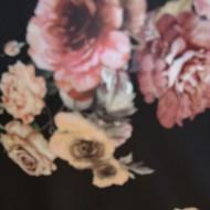Bluza lejera Stephanie cu imprimeu floral, nuanta de negru