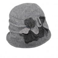 Caciula Ella tip palarie din lana ,accesorizat cu petale de flori 3d,nuanta de gri