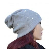 Caciula moderna tricotata, gri, cu strasuri si perle albe aplicate