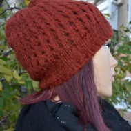 Caciula visinie de iarna din material tricotat cu model ajurat