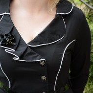 Camasa in tendinte, nuanta de negru-alb, cu insertii de material ondulat