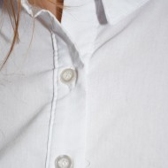 Camasa office, nuanta de alb, inchidere cu nasturi frontali