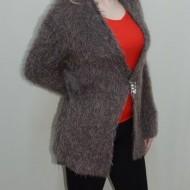 Cardigan modern, nuanta de nisipiu, brosa chic atasata, maneci lungi