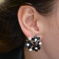 Cercei chic cu pietre negre tip floare combinat cu strasuri argintii