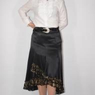 Fusta fashion, nuanta de negru, insertii de fir auriu jos