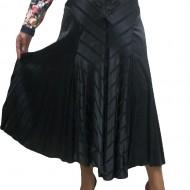 Fusta lunga, de culoare neagra, confectionata din material satinat
