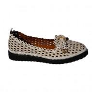 Pantof cu toc mediu-jos, de culoare alb cu perforati